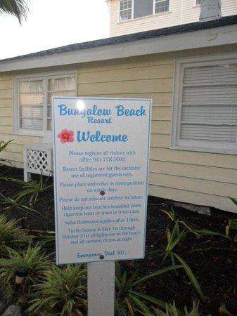 Bungalow Beach Resort : Sign
