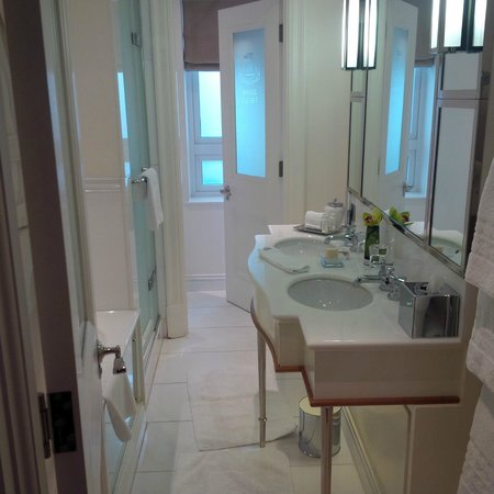 The Connaught: bathroom