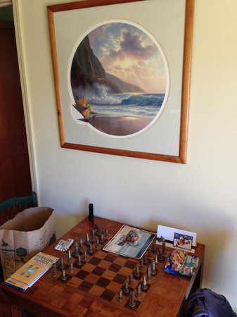 Hale Ho'o Maha Bed & Breakfast: Chessboard in the Mango room