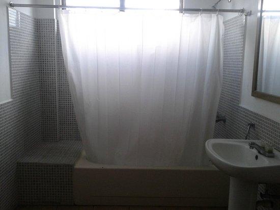 Armadillo Suites: Baño