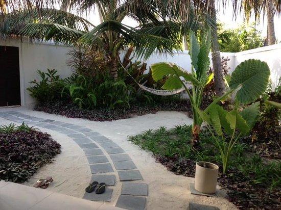 Velassaru Maldives: Front Garden of Pool Villa