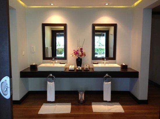 Velassaru Maldives: Bathroom