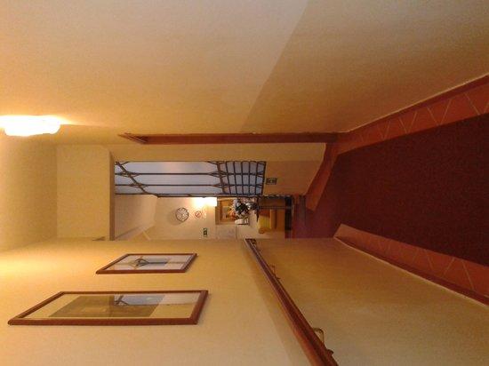 Hotel Axial : Corridoi lunghi e stretti