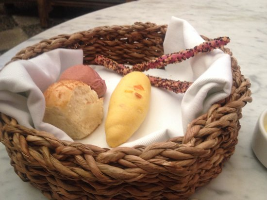 Chicha por Gaston Acurio: The bread accompaniment ....nice touch !!!