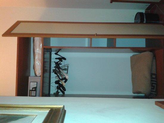 Hotel Axial: Armadio e cassaforte