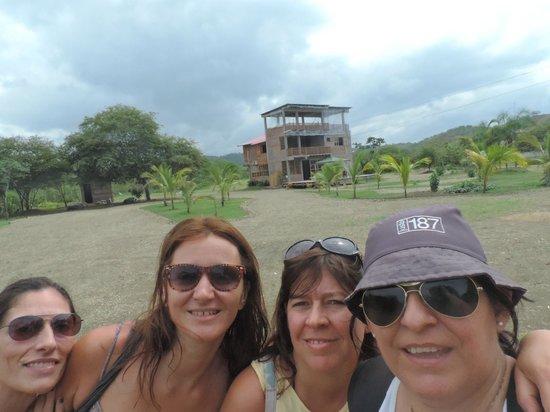 Tavarua Hotel: Vista del Hotel y Parque