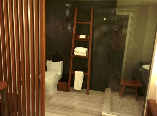 Nobu Hotel at Caesars Palace: A King Room on the 73rd Floor