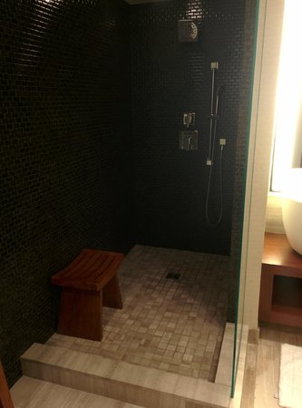 Nobu Hotel at Caesars Palace : A King Room on the 73rd Floor