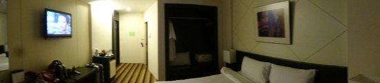 Miracle Suvarnabhumi Airport Hotel : large closet