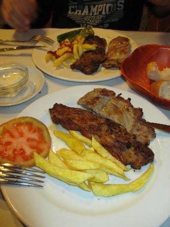 Restaurante La Realda: Churrasco adobado y solomillo a la brasa