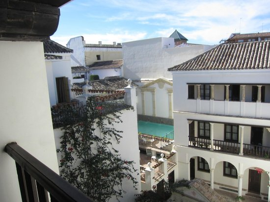 Las Casas de La Juderia : patios inside the hotel