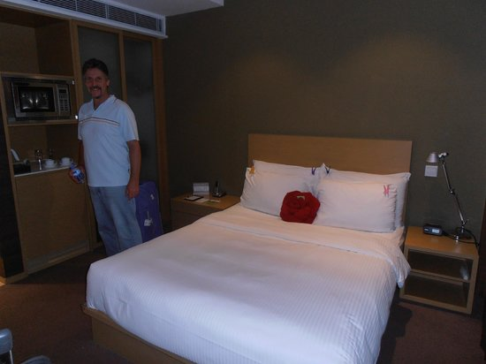 Butterfly on Prat : Modern room. very comfortable bed