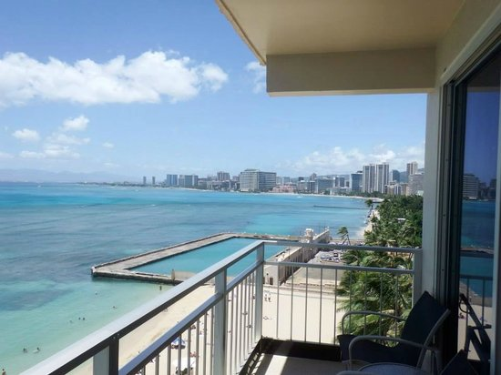 The New Otani Kaimana Beach Hotel: View from our balcony