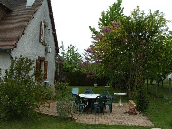 Le Tertre Fleuri: salon de jardin