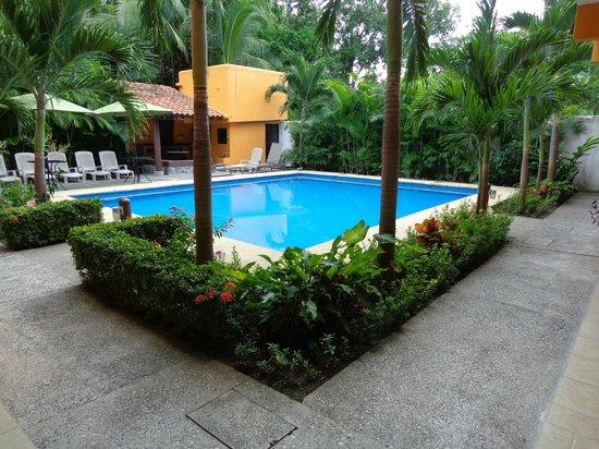 Arecas Suites Hotel: Pool Area