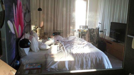 The Westin Hyderabad Mindspace : Bedroom from bathroom