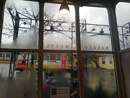 Seven Main Cafe: Interior