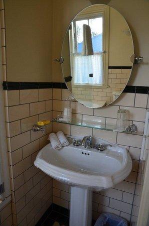 Sunderland House: Bathroom
