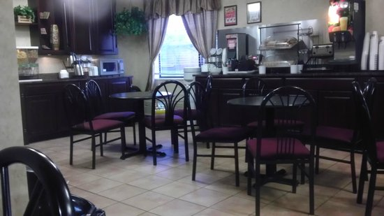 Comfort Inn University Center: Breakfast hall