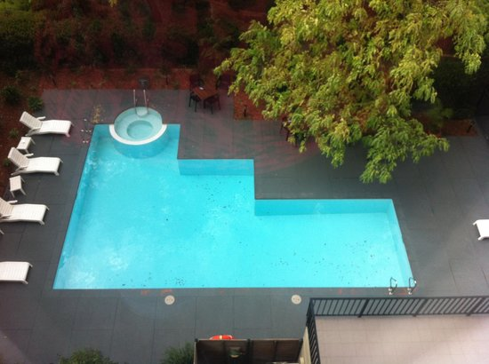 Mantra on Jolimont : The pool from our 4th floor room window.