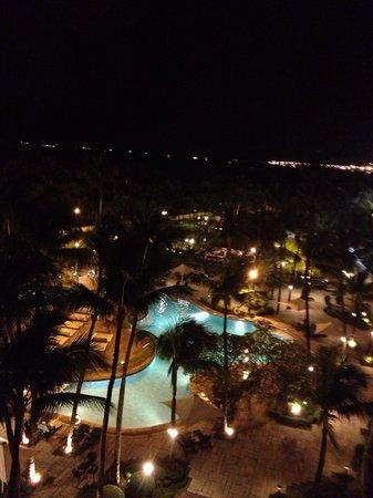 Sofitel Philippine Plaza Manila: Wonderful Poolside at Night w/ Filipino dance, Luvin' it!