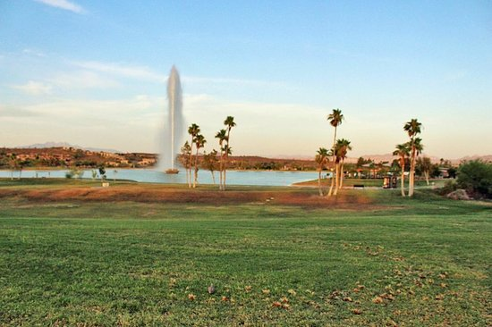 Lexington Hotel & Suites - Fountain Hills / North Scottsdale: Beautifuk Fountain Park right across the hotel. A Jewl on its own!