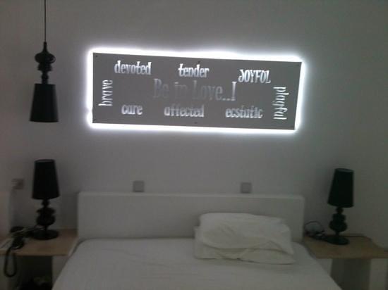 Acqua Vatos Santorini Hotel: beautiful room