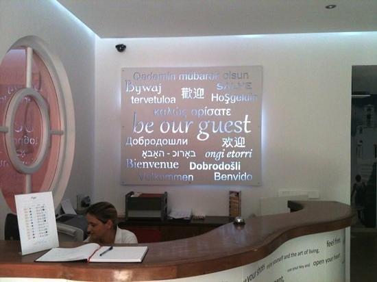 Acqua Vatos Hotel: Front Desk