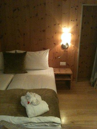 Adula Hotel: Zimmerdetail Avernenzimmer