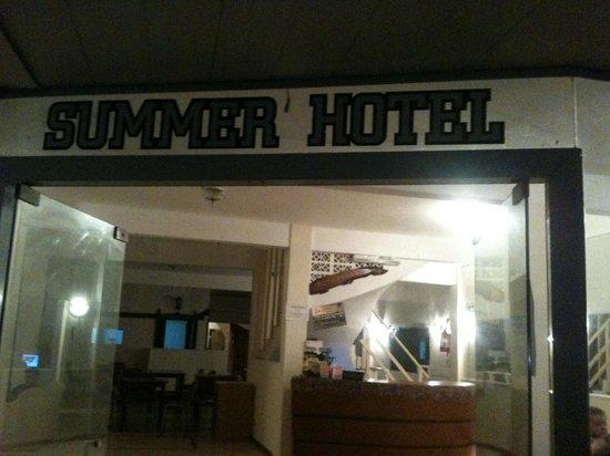 Hotel Summer: Es el peor que una pensión , no se dejen engañar ...
