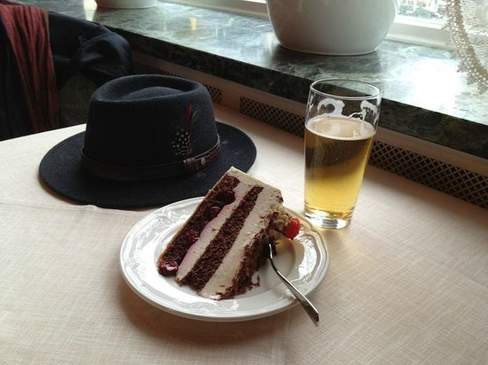 Hotel Müller: Black Forest Cake & Beer in cafe