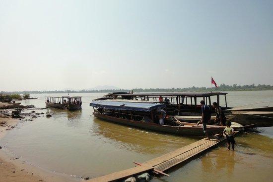 Провинция Тямпасак, Лаос: ナーカサンから船で