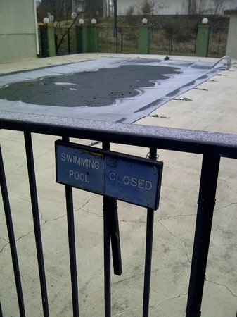 Days Inn Concord: Pool closed for the winter