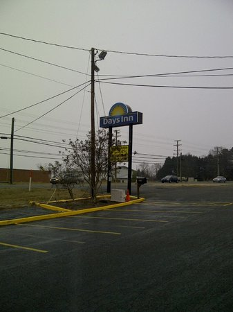 Days Inn Concord: Main sign