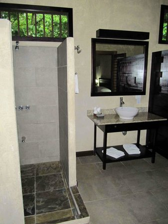 Falls Resort at Manuel Antonio: Shower Area