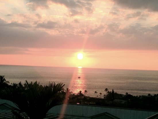Sam Choy's Kai Lanai: Sunset view from Sam Choy's.  I've heard you can even see whales from here!