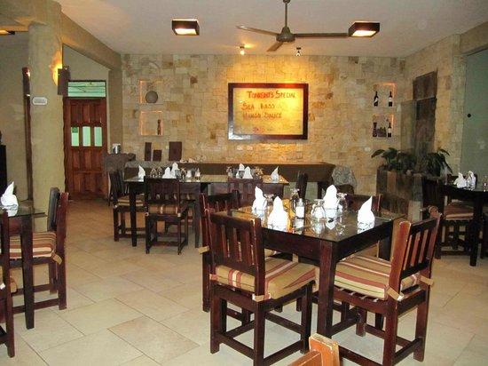 Falls Resort at Manuel Antonio: Restaurant for breakfast & Dinner
