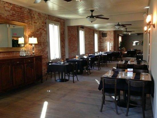 Hotel Sutter : Restaurant dining area.