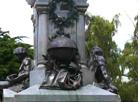 Museo Regional De Magallanes: Altro lato del monumento
