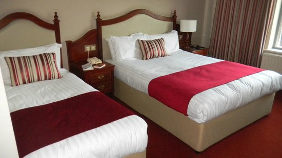 Scotts Hotel: Basic room, double and twin bed