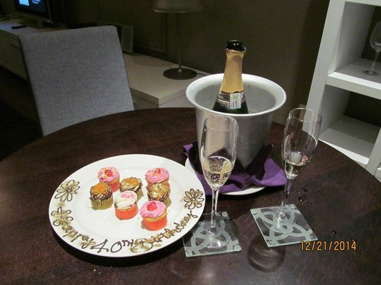 Cape Royale Luxury Hotel : Birthday Surprise