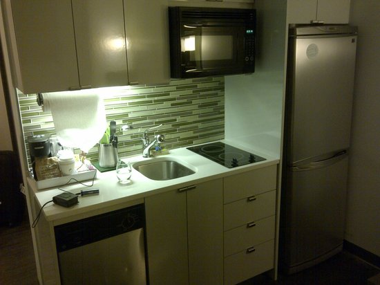 Element New York Times Square West: kitchenette thingy