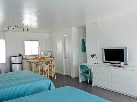 snooze : Double King Kitchenette
