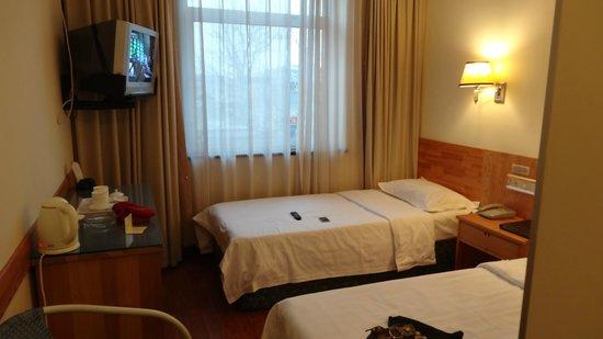 King's Joy Hotel: Twin room