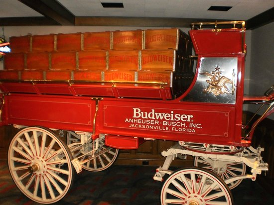 Budweiser Brewery Tours: Beer wagon
