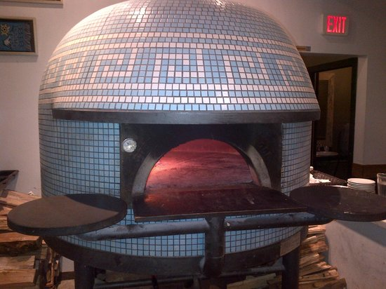Via Tevere Pizzeria: What a beautiful oven