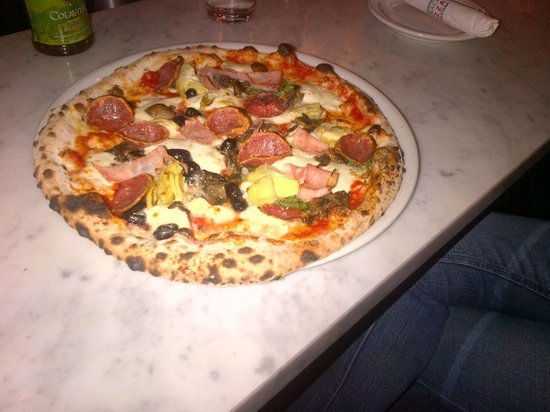 Via Tevere Pizzeria: Capricciosa Pizza with two magic ingredients - artichokes and olives!
