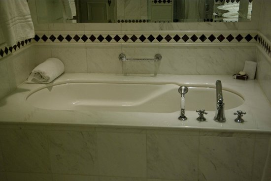 Powerscourt Hotel, Autograph Collection: Large jacuzzi tub