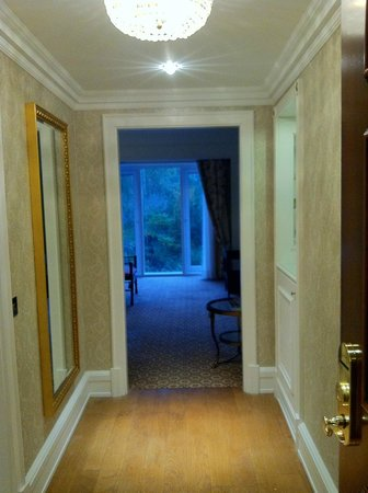 Powerscourt Hotel, Autograph Collection: Hallway in room