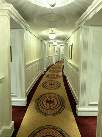 Powerscourt Hotel, Autograph Collection: Hallway leading to room